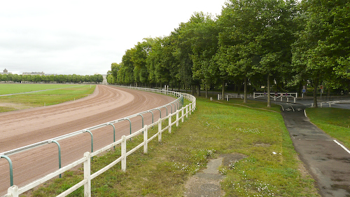 Caen circuit: the horse track goes parallel