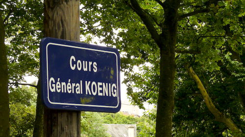 Caen circuit: Cours du Géneral Koenig road sign